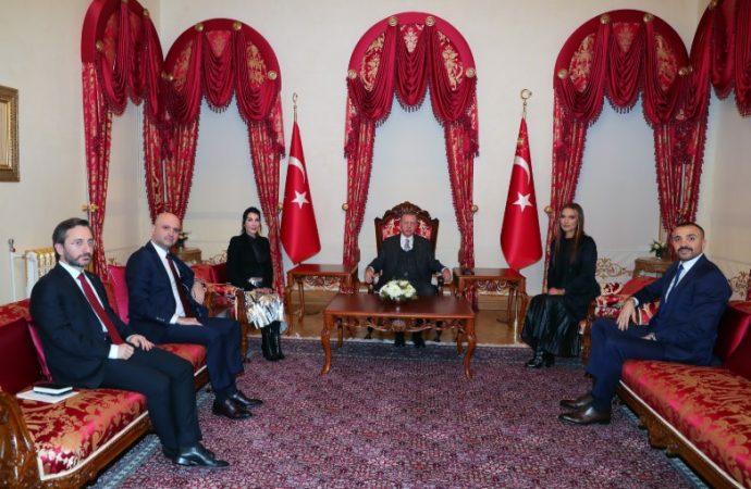 Erdoğan Hande Yener ve Demet Akalın'ı kabul etti sosyal medya altın varaklı petekleri konuştu