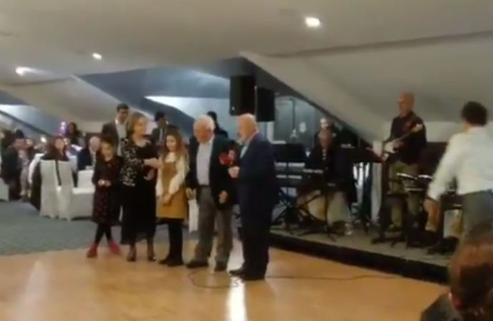Doğu Perinçek, 'Erdoğan'a aşığım' diyen Ethem Sancak'la türkü söyledi