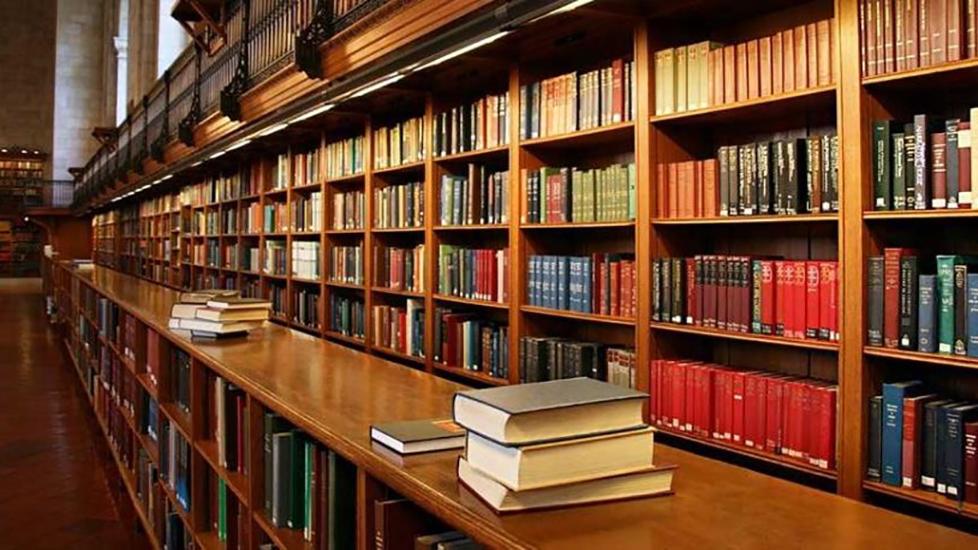 40 yıldır hizmet veren halk kütüphanesini yıkıp camiyi genişlettiler