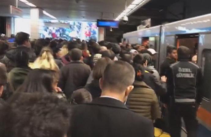 İstanbul'da bazı metro hatlarında arıza… İzdiham yaşanıyor
