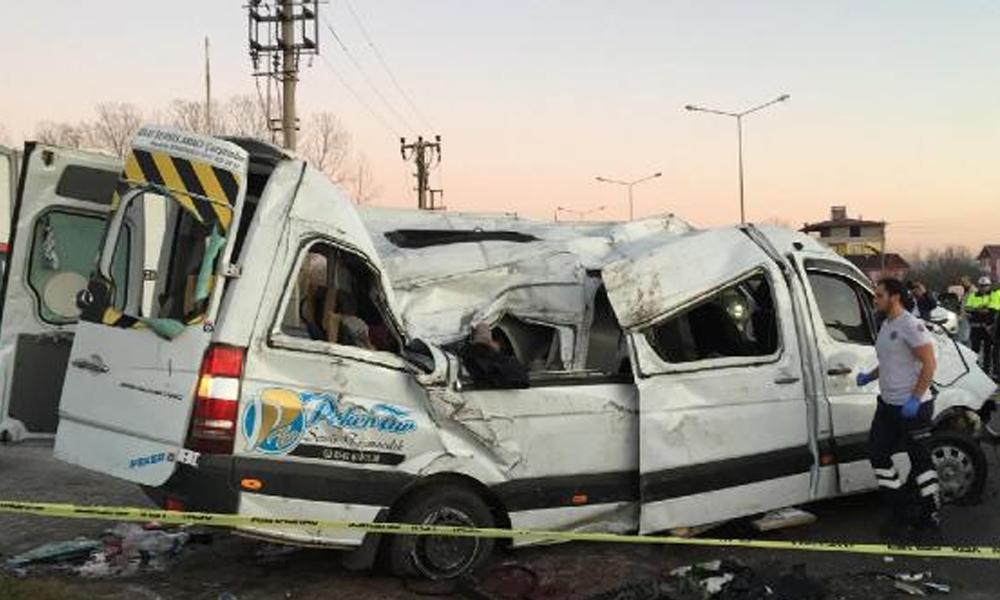 Samsun'da facia! Öğrenci servisi devrildi: 2 ölü, 10 yaralı