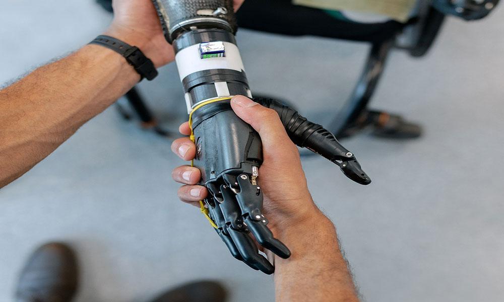 Robot teknolojisinde devrim! Bilim insanları terleyen robot eli geliştirdi