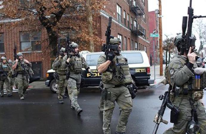 ABD'de silahlı çatışma 1'i polis 6 kişi hayatını kaybetti