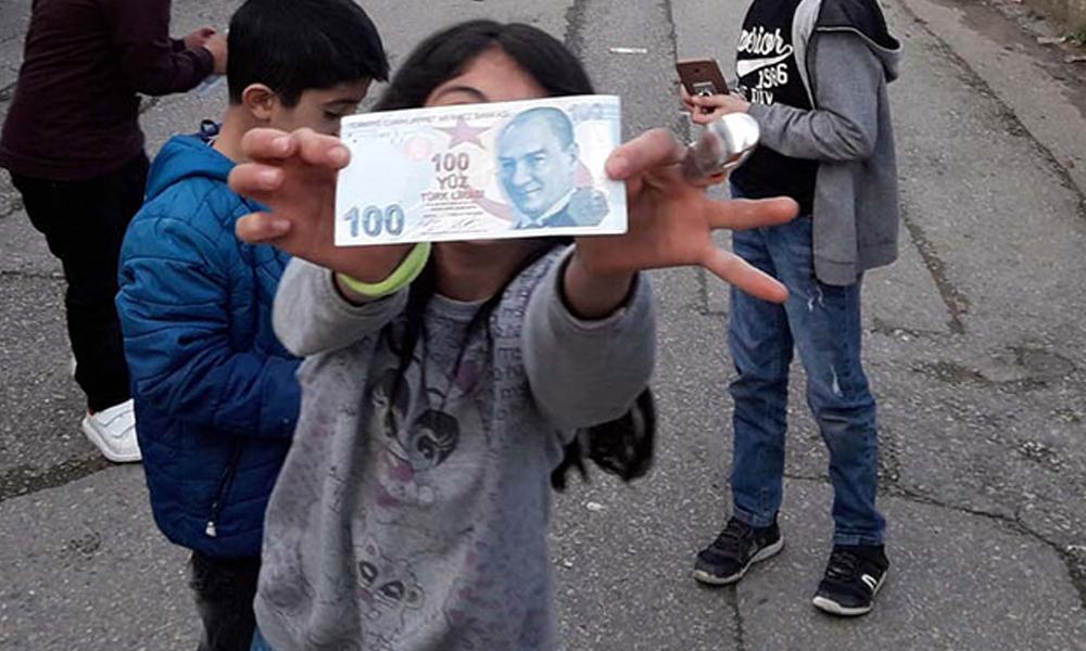 'Robin Hood' bu kez Ataşehir'de para dağıttı