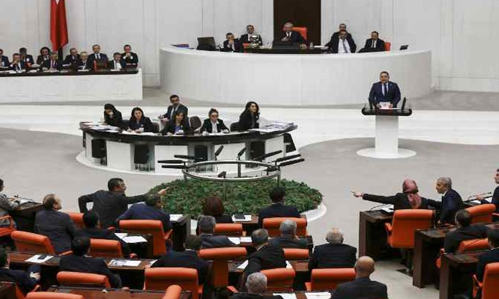 AKP'li vekil Meclis kürsüsünde muhalefete hak verdi: Kabul ediyorum çok kötü bir şeymiş!