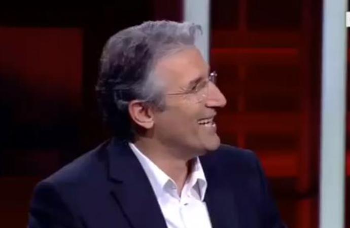 """Nedim Şener, dört gazetecinin dövülmesini """"aile içi şiddet"""" diyerek, kahkaha atıp dalga geçti"""