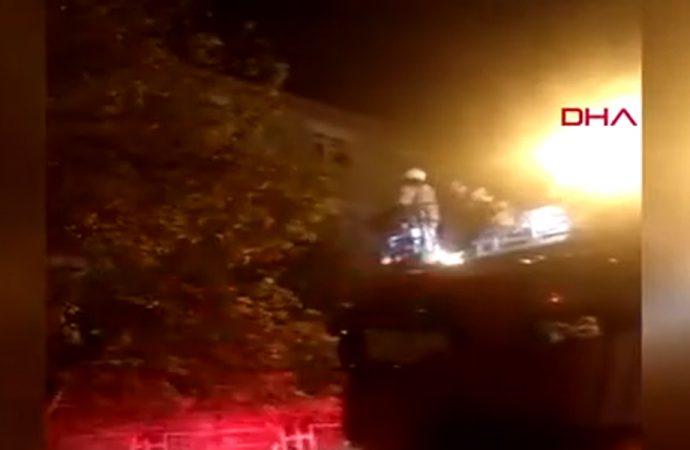 Sitenin giriş katında çıkan yangın, üst katta oturanları mahsur bıraktı