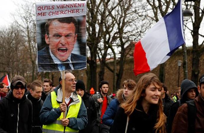 Fransa'da Sarı Yeleklilerden emeklilik reformu gösterilerine destek