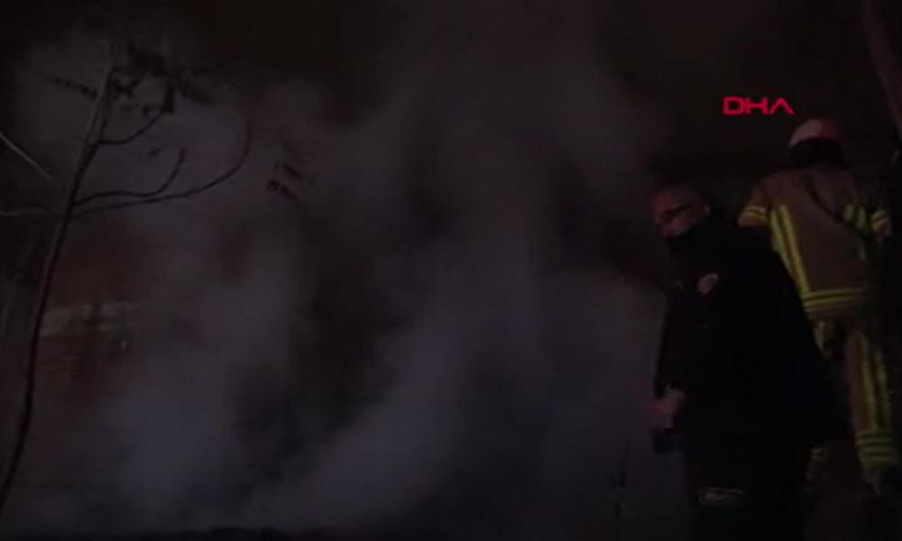 Çöp dolu evde korkutan yangın!