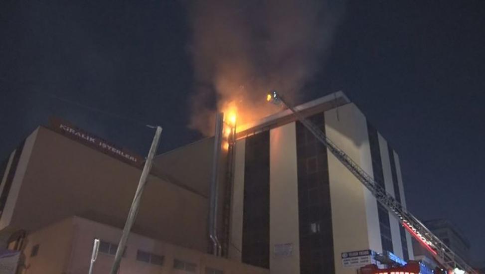 İstanbul'da gece yarısı korkutan yangın! Alev alev yandı