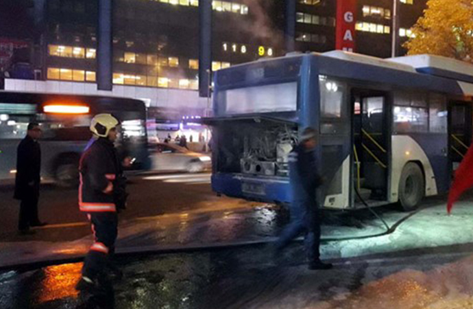 Ankara'da yolcuların bulunduğu otobüs alev aldı