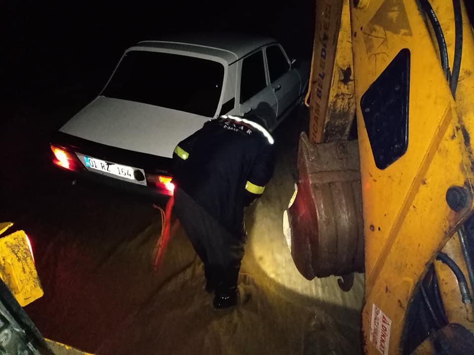 Adana'da sel ve heyelan nedeniyle yollar ulaşıma kapandı