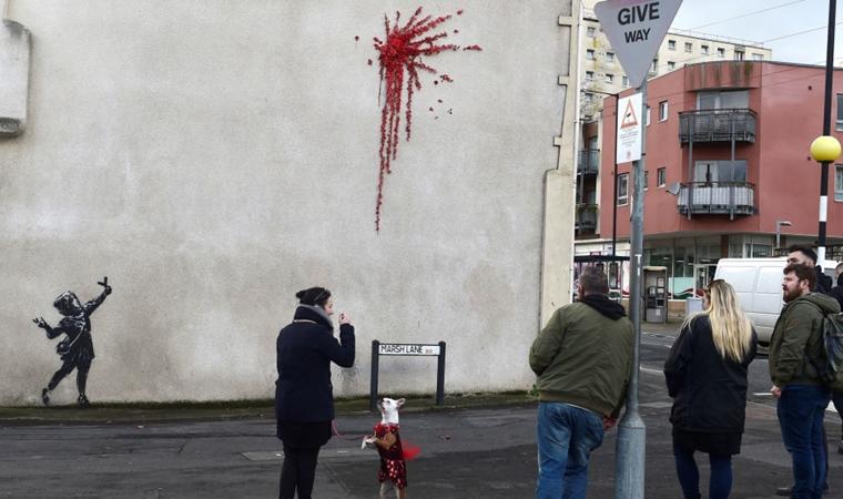 Sokak sanatçısı Banksy'den Sevgililer Günü eseri