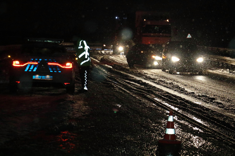 Yolcu otobüsü TIR'a çarptı: 1 ölü, 1 yaralı