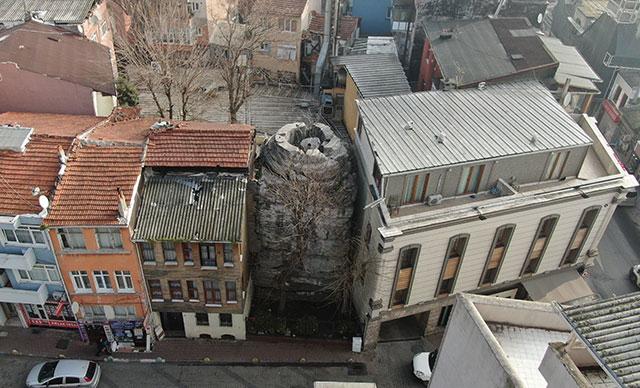 16 asırlık tarih iki bina arasında eriyor
