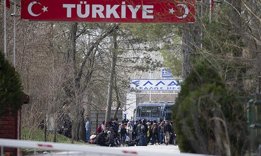 Komşuda mülteci paniği! Yunanistan sınır kapısını otobüsle kapattı
