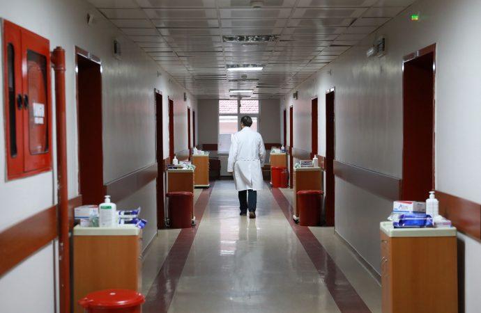 Sağlık kuruluşlarında normalleşme düzenlemesi: İzin ve tayinler açıldı, hasta ziyaretleri başladı