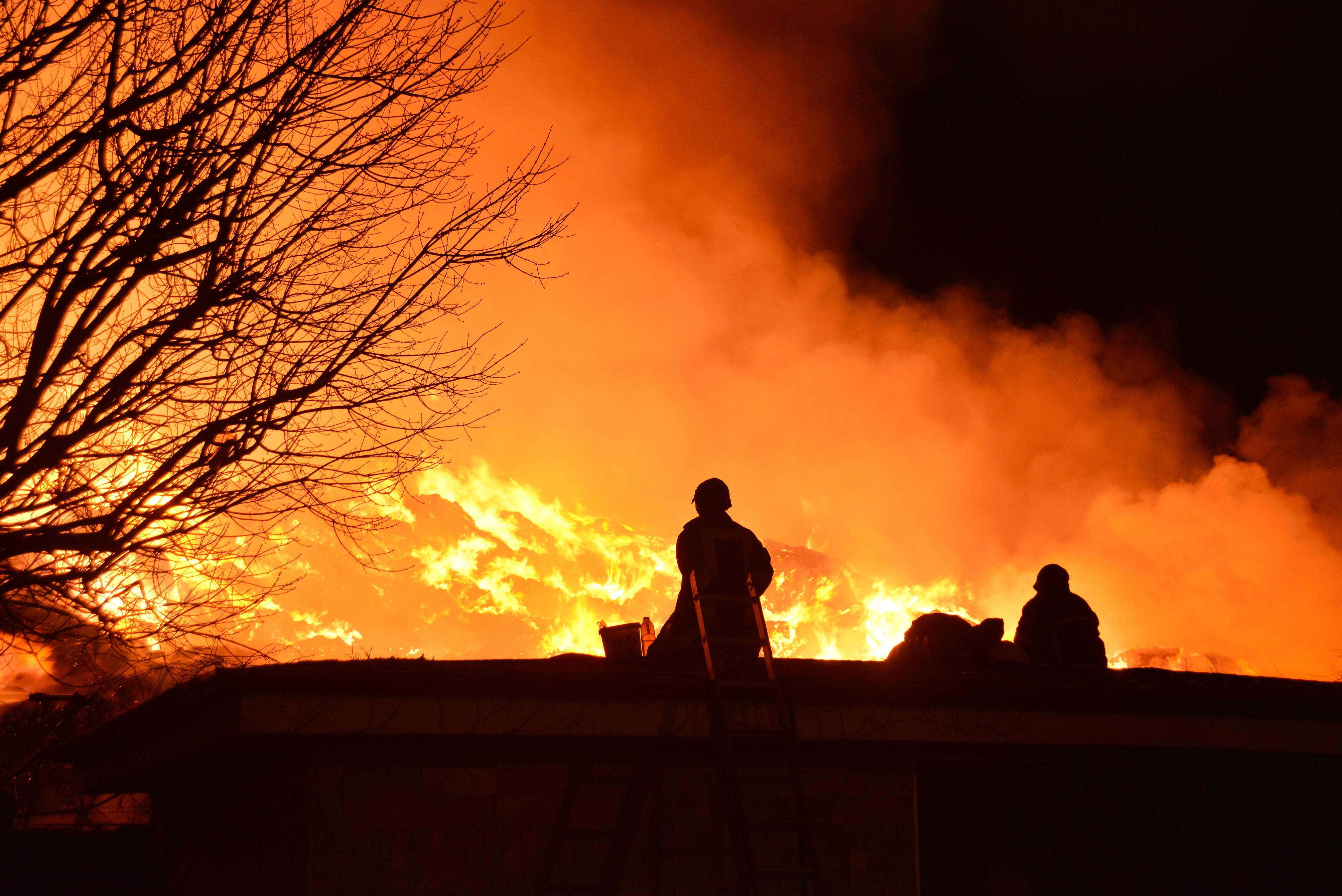 Adana'daki yangın 2 gündür söndürülemiyor! Yüzlerce ton…