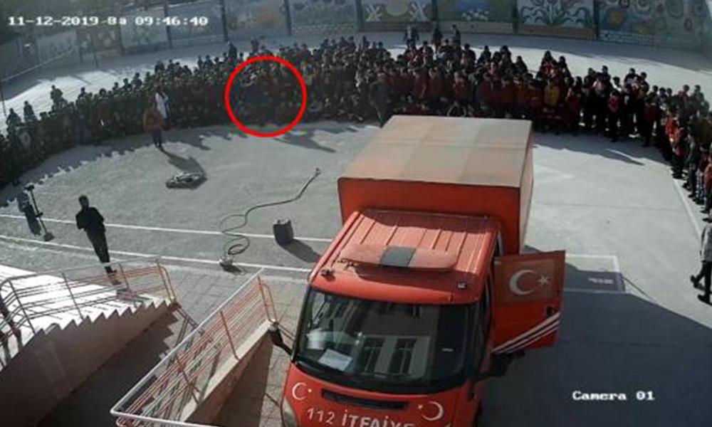 Okul müdürü öğrencinin yüzüne tekme attı! İşte o görüntüler…