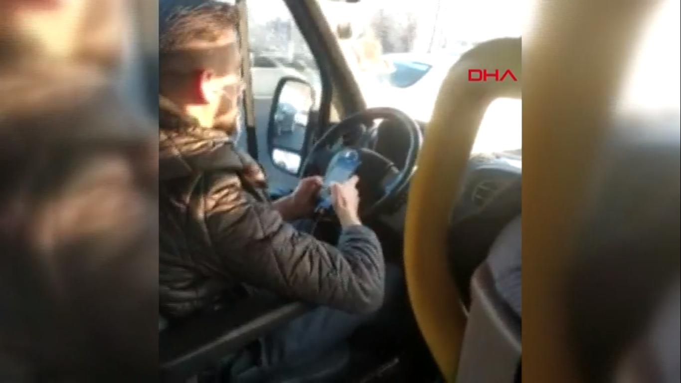 Yolcuların can güvenliğini hiçe sayan şoför, kafasını telefondan kaldırmadı