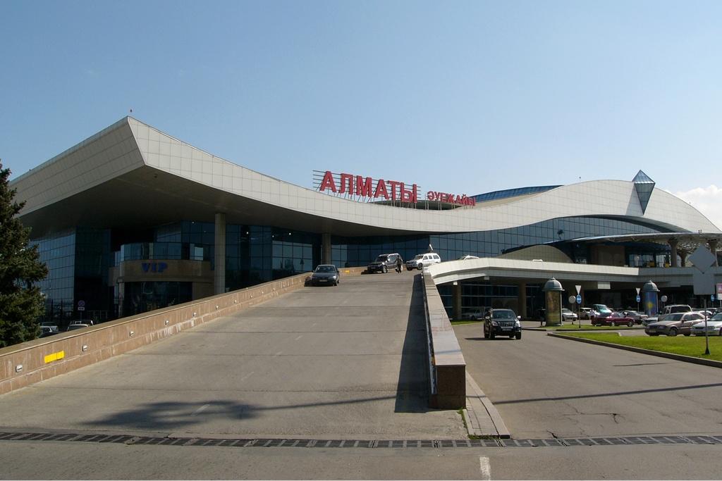 Kazakistan'da bulunan Almatı Havalimanı, bomba ihbarı nedeniyle kapatıldı!