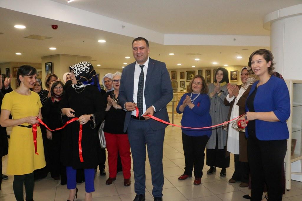 Kâğıt Rölyef Karma Sergisi Kartal Belediyesi'nde açıldı