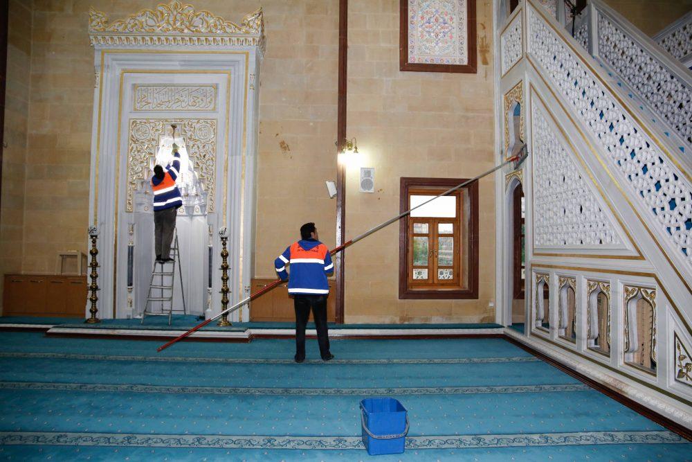 Büyükşehir'den ibadethanelerde temizlik çalışması