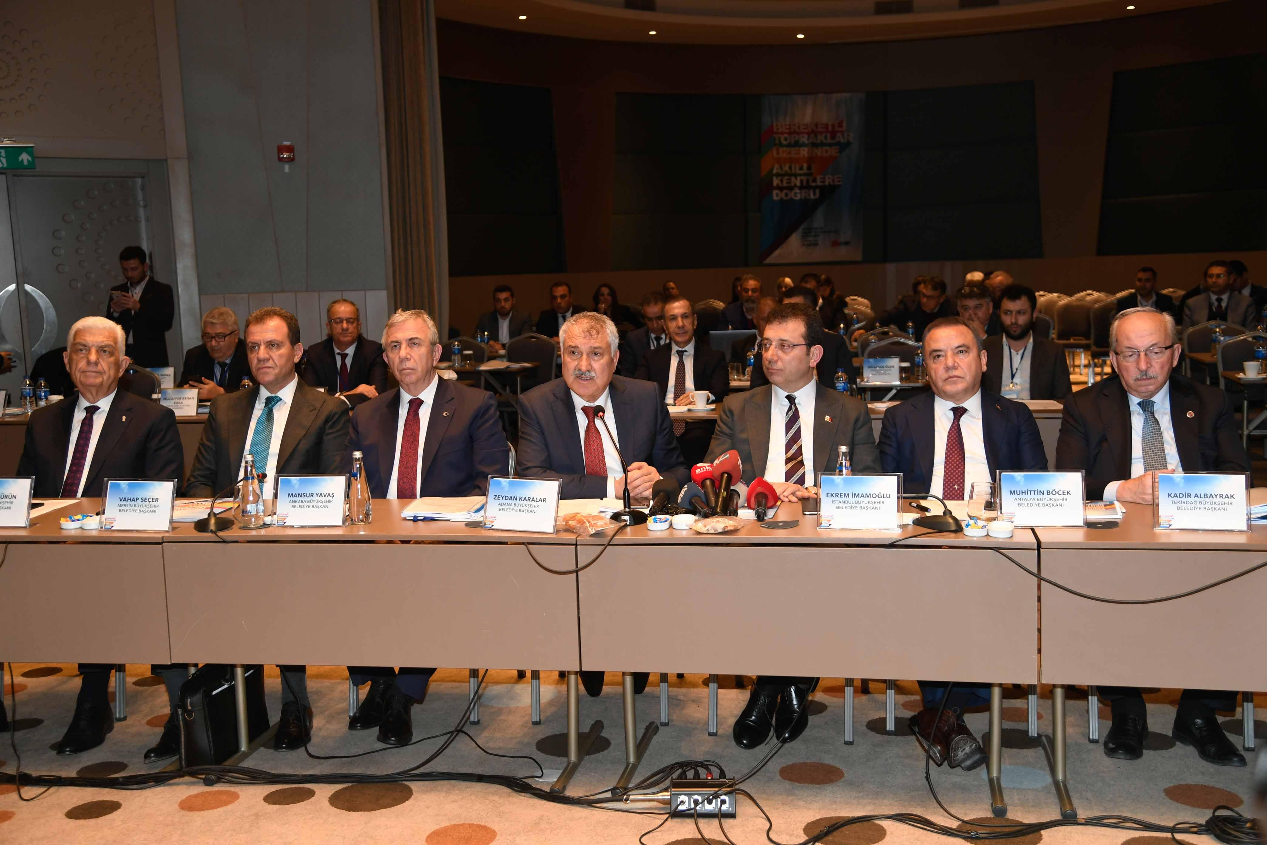 CHP'li büyükşehir belediye başkanlarından dikkat çeken deprem kararı!