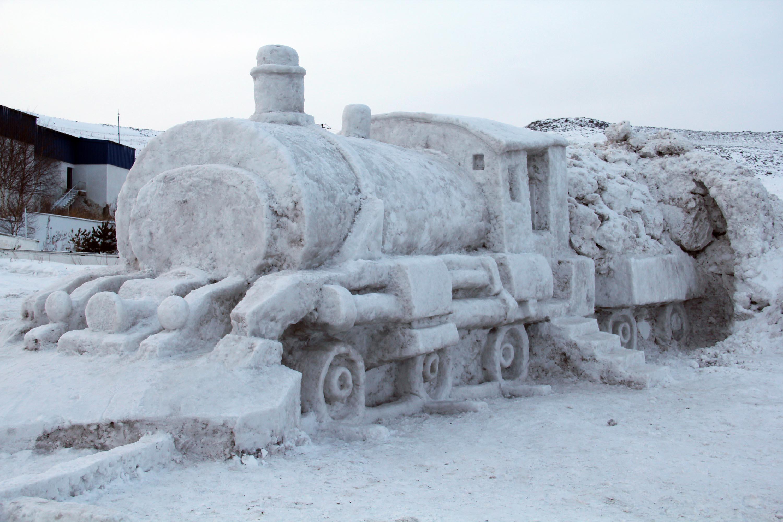 Doğu Ekspresi'nin kardan heykelini yapıp, Ardahan'a getirilmesini istediler