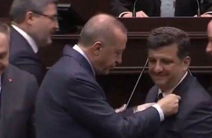 Beş belediye başkanı istifa ederek AKP'ye katıldı