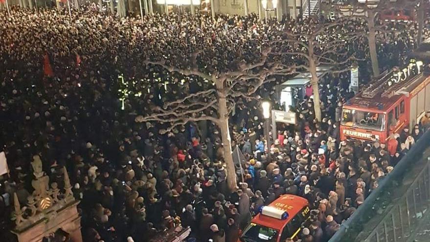 Almanya'da binlerce kişi ırkçılığı lanetlemek için yürüdü