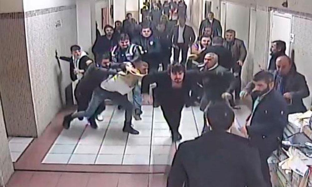 Adliye önünde 15 kişi avukata saldırdı
