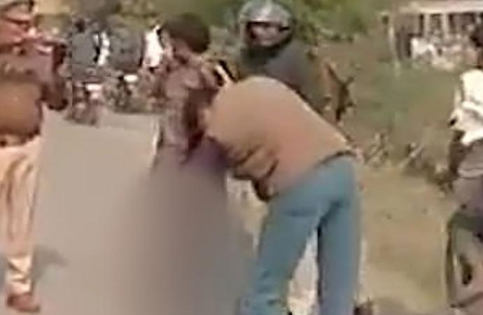 Katlettiği eşinin kafasıyla polise teslim oldu!