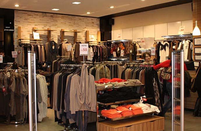 Ünlü giyim markasının satışı için görüşülüyor, mağazalar çalışanlara devredildi