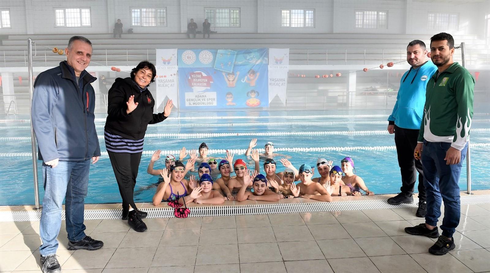 Seyhan'dan geleceğin yüzücülerine ekipman desteği