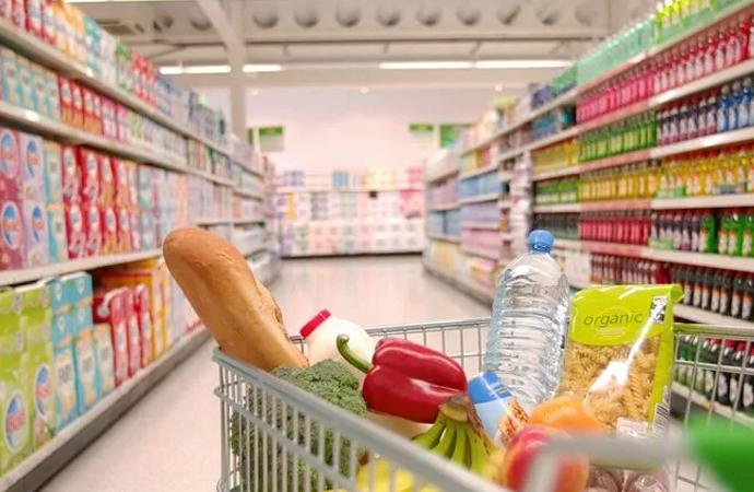 Almanya'da et dahil gıdalar ucuzluyor… Merkel sektör temsilcileriyle görüştü