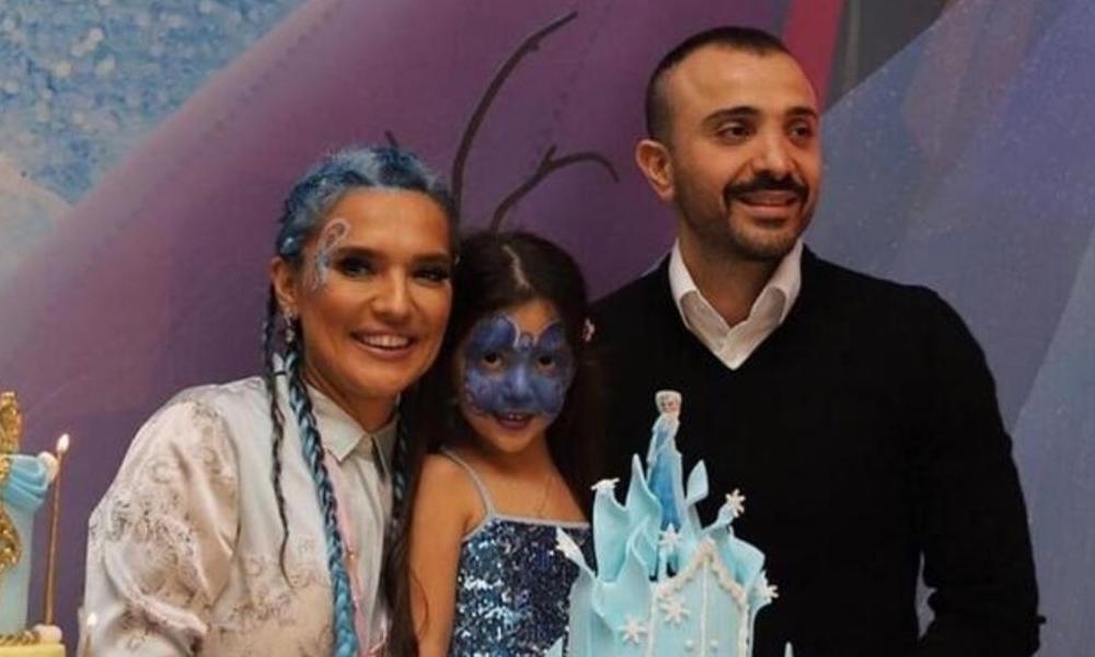 Demet Akalın'dan kızına 270 bin liralık doğum günü hediyesi: Pembe minibüs