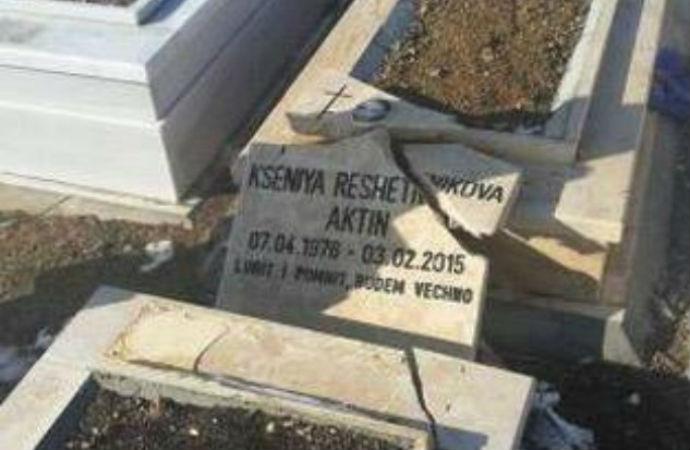 Utanç! İki kentte Hristiyan mezarlarına saldırı
