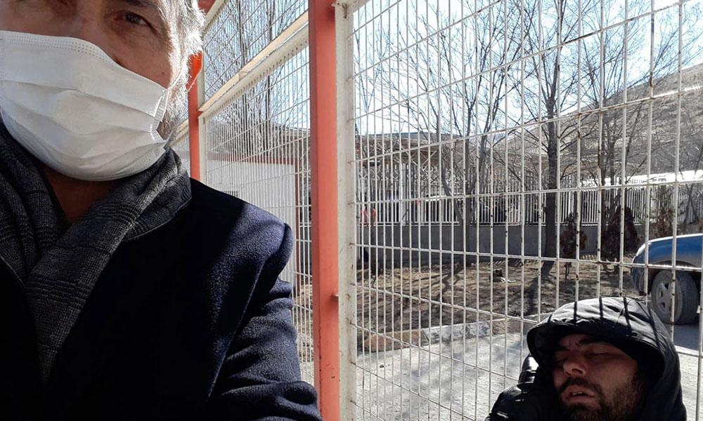 İran sınırında bekletilen Türk vatandaşları geceyi dışarıda geçirdi