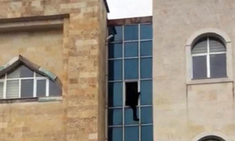 Kaymakamlık penceresinden atlayan yurttaş hayatını kaybetti