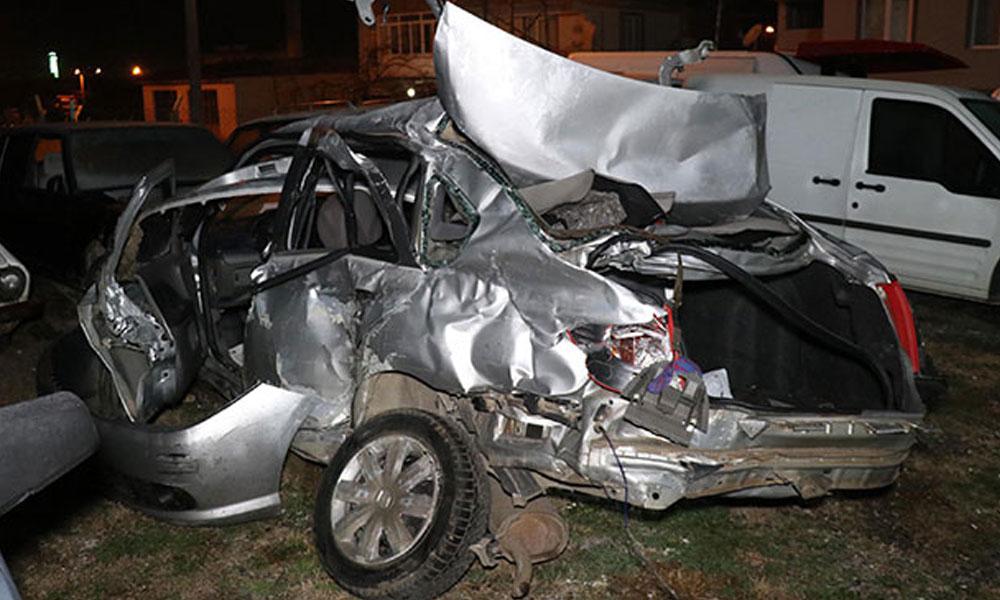 Yolcu otobüsü ile otomobil çarpıştı, aynı aileden üç kişi hayatını kaybetti