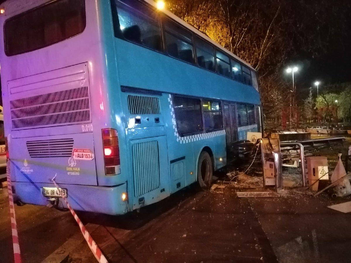 İstanbul'da feci kaza! Halk otobüsü durağa daldı, çok sayıda yaralı var
