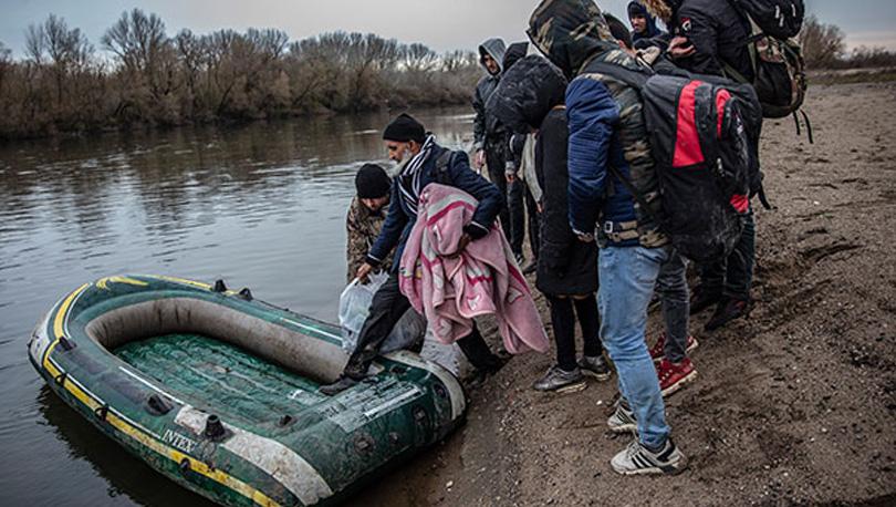 Lastik botla Meriç Nehri'ni geçmeye çalışan aile kum saplandı