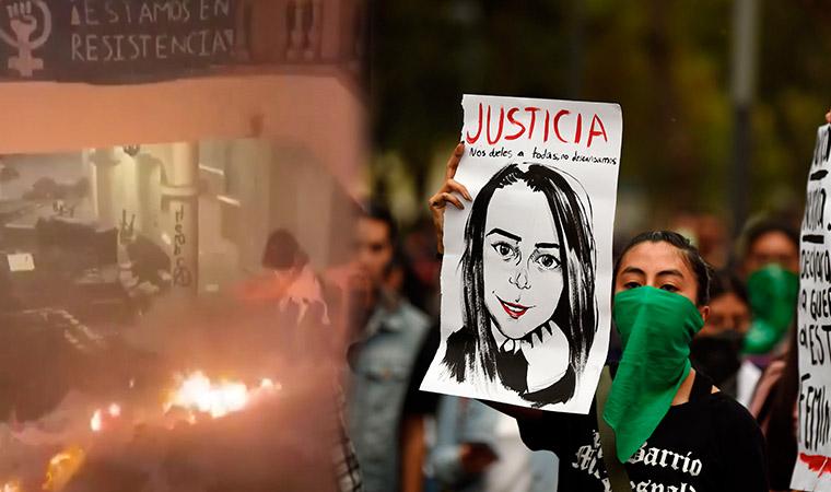 Kadınlar anayasa mahkemesini ateşe verdi: 'Sessizliği bozduk!'