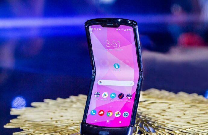Motorola Razr dayanıklılık testini geçemedi