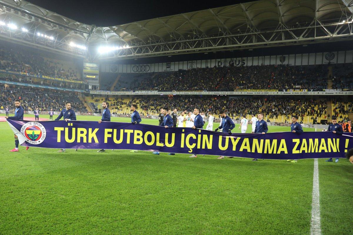 Fenerbahçe'den pankartlı gönderme: 'Uyanma zamanı'