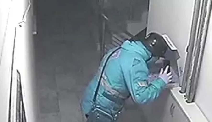 Pizzaya tükürürken kameralara yakalanan kuryeye hapis cezası