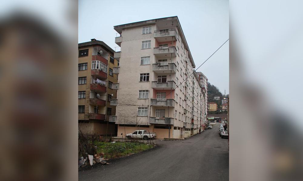 Hâlâ içinde yaşıyorlar… Rize'nin 96 daireli 'Pisa kuleleri' korkutuyor!