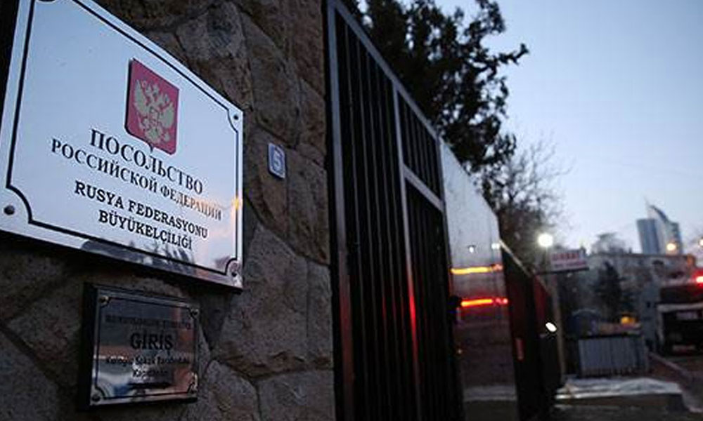 Rus Büyükelçiliğinin etrafı polis tarafından çevrildi