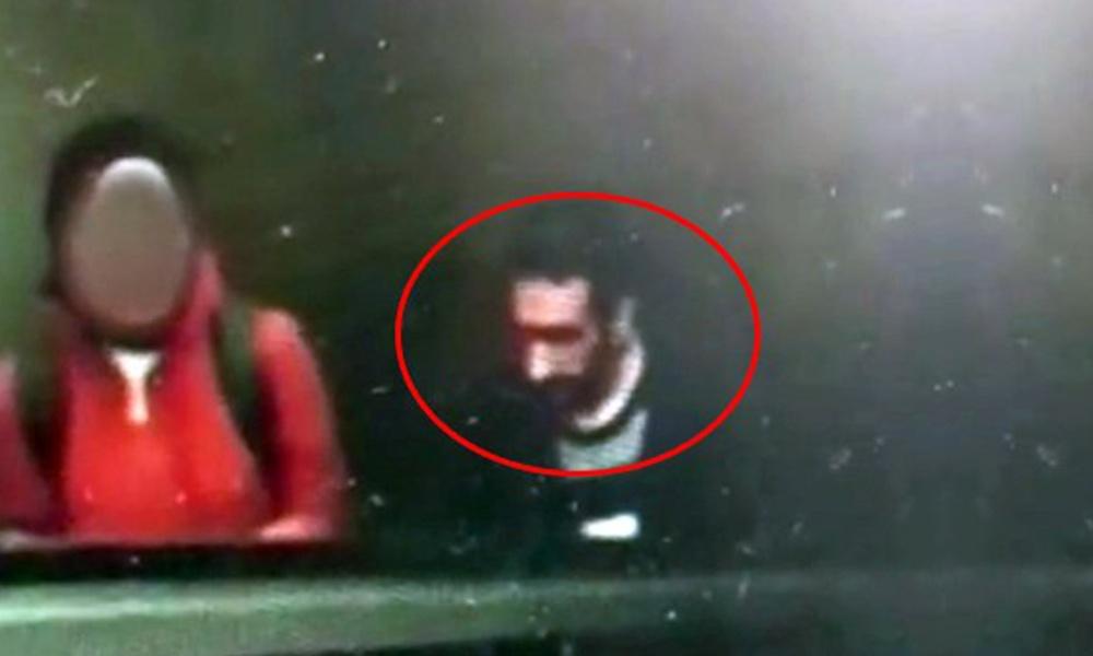 Metro istasyonu çıkışında kendini tatmin eden tacizci kamerada!